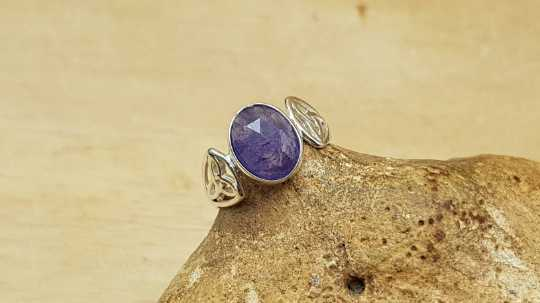 Celtic knot Tanzanite ring