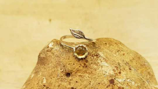 Small Citrine leaf Ring