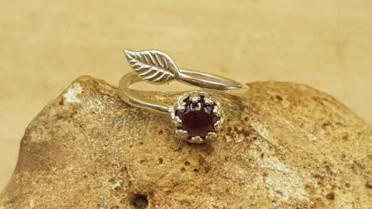 Dark Red Garnet leaf Ring